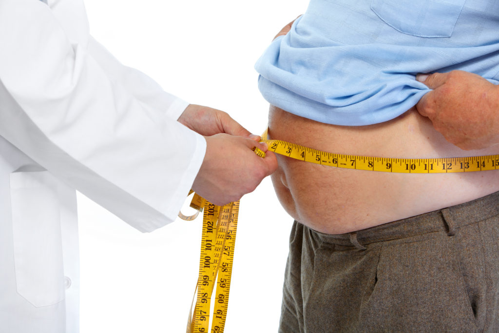 Immer mehr Menschen auf der Welt leiden unter Übergewicht oder Fettleibigkeit. (Bild: Kurhan/fotolia.com)