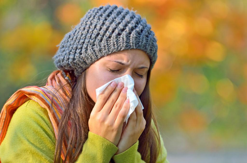 Virusinfektionen wie eine Grippe können nicht nur zu körperlichen Symptomen führen, sondern auch depressive Verstimmungen auslösen. Forscher haben nun herausgefunden, warum das so ist. (Bild: Laurentiu Iordache/fotolia.com)