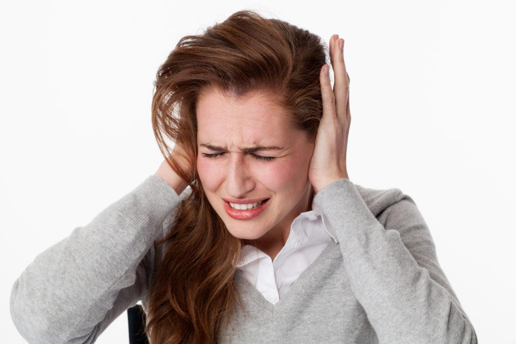 Ein Hörsturz hat unangenehme Folgen, geht aber in vielen Fällen von alleine wieder zurück. (Bild: STUDIO GRAND OUEST/fotolia.com)