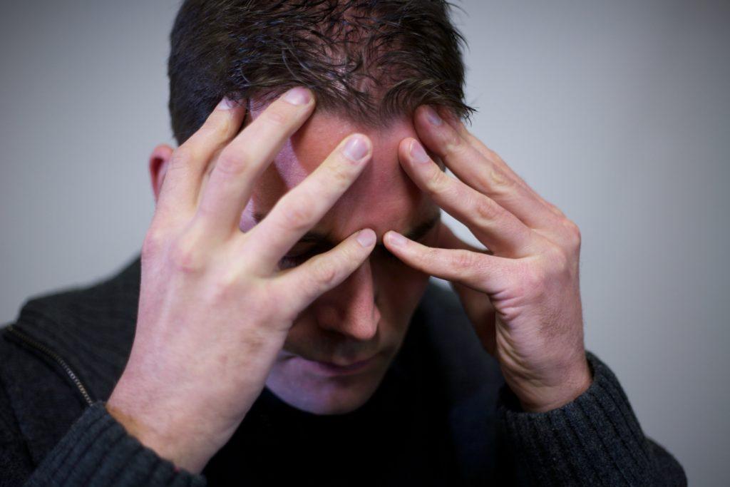 Wissenschaftler stellten jetzt fest, dass junge homosexuelle und bisexuelle Männer ein erhöhtes Risiko für Selbstverstümmelung und Selbstmord aufweisen. Außerdem leiden solche Menschen oft an Depresionen und Ängsten. (Bild: Vacilando/fotolia.com)