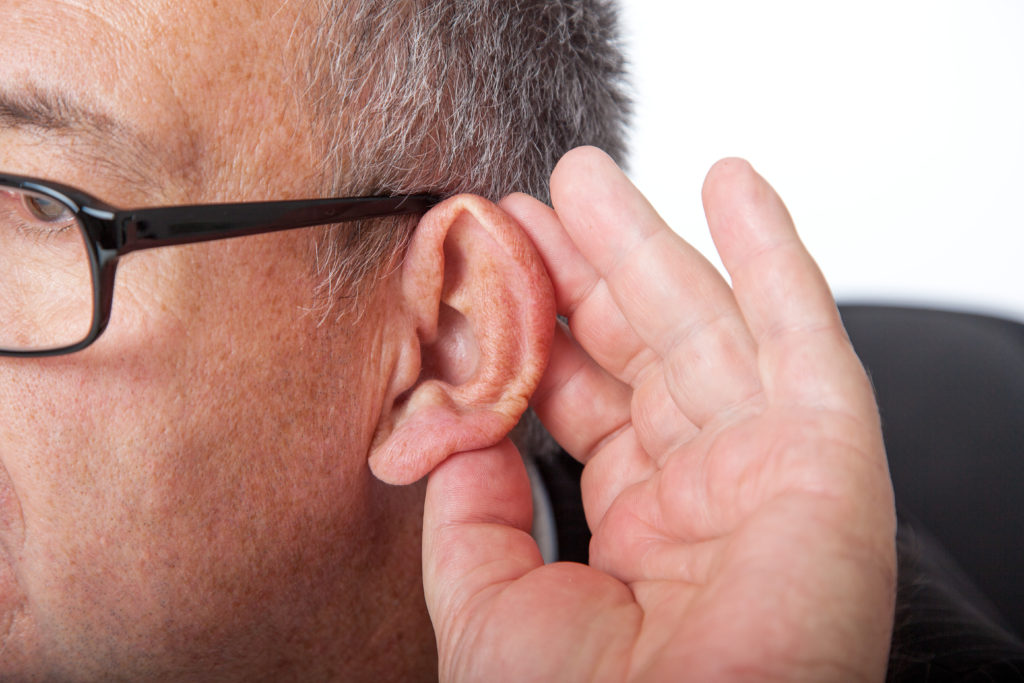 Implantierbare Hörhilfen sind heute vielseitig einsetzbar und ermöglichen eine deutliche Verbesserung des Hörvermögens. (Bild: Edler von Rabenstein/fotolia.com)