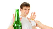Rauchen kommt bei deutschen Jugendlichen immer stärker aus der Mode. Auch der Alkoholkonsum von Teenagern sinkt. (Bild: Sabphoto/fotolia.com)