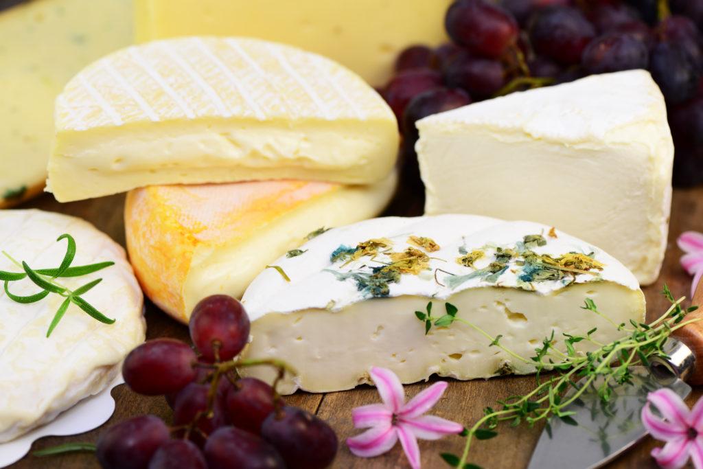 Nach dem Rückruf von Weichkäse der Käserei Zurwies ist nun der Listerien-Verdacht bestätigt worden. Das Unternehmen bleibt vorerst geschlossen. Nach der Ursache der Bakterien wird gesucht. (Bild Printemps/fotolia.com)