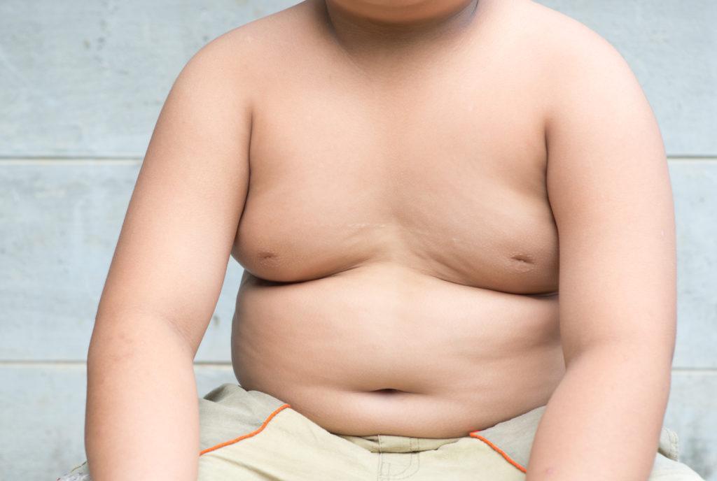 Wissenschaftler stellten fest, dass die Einschätzung der Eltern, dass ihre Kinder übergewichtig sind, zu Übergewicht führen kann. (Bild: kwanchaichaiudom/fotolia.com)