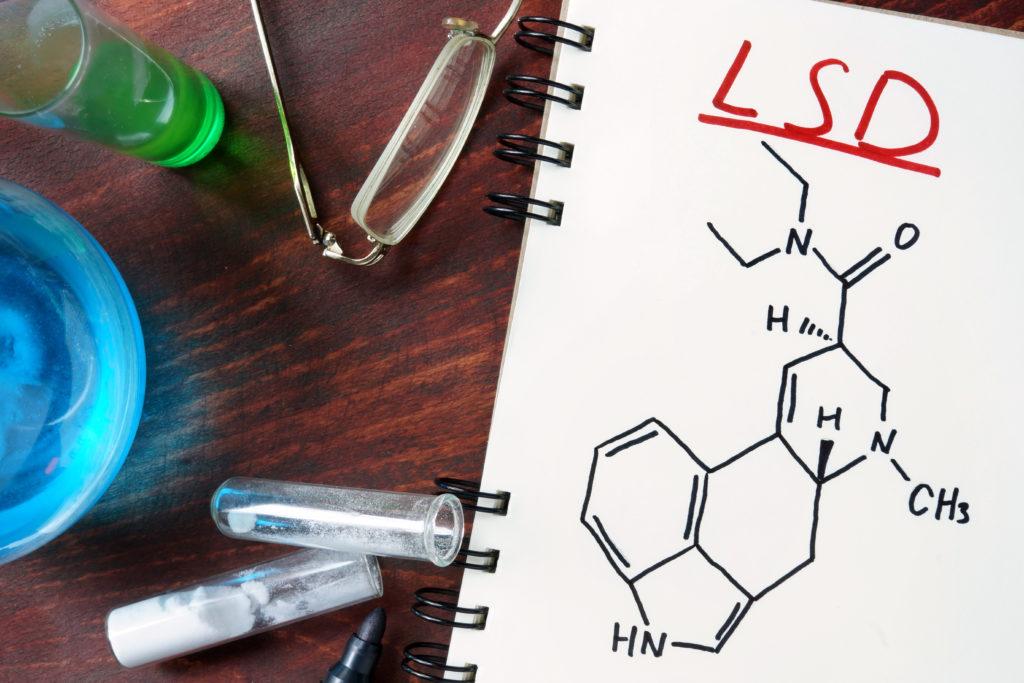 Forschern gelang es jetzt zum ersten Mal, Bilder vom menschlichen Gehirn zu machen, während dieses unter dem Einfluss von LSD steht. Dadurch ist es den Medizinern möglich, die Auswirkungen der Droge besser zu verstehen und sie eventuell für therapeutische Zwecke einzusetzen. (Bild: designer491/fotolia.com)