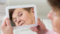 Wissenschaftler fanden heraus, dass eine bestimmte Genvariante bewirkt, dass wir für andere Menschen älter aussehen als wir wirklich sind. (Bild: Picture-Factory/fotolia.com)