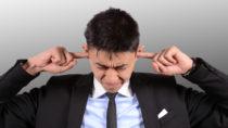 Die anhaltende Lärmbelastung im Alltag kann ernste gesundheitliche Folgen haben, weshalb Experten raten, den Ohren öfter eine Pause zu gönnen. (Bild:photo 5000/fotolia.com)