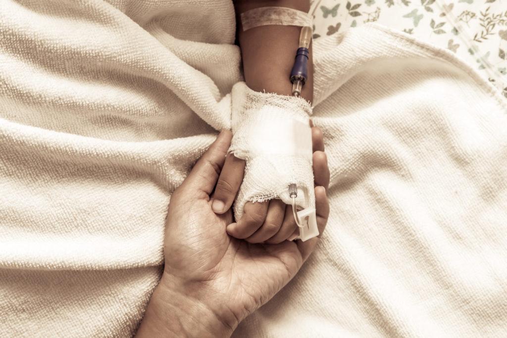 Viele Kinder werden von Chirurgen ohne spezielle Aubildung als Kinderchirurg operiert. Die adäquate Versorgung der Minderjährigen scheint hier nur unzureichend sichergestellt. (Bild: pingpao/fotolia.com)