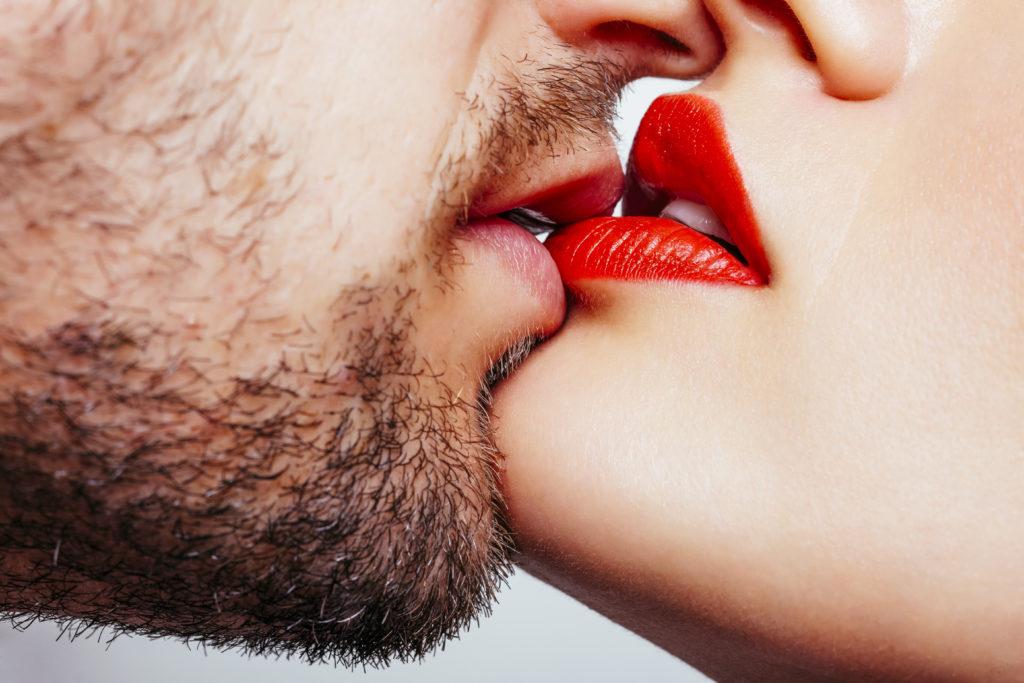 """Das Pfeiffersche Drüsenfieber wird auch als """"Kusskrankheit"""" bezeichnet. Die Symptome der Erkrankung ähneln denen einer Grippe. (Bild: frameworks2014/fotolia.com)"""