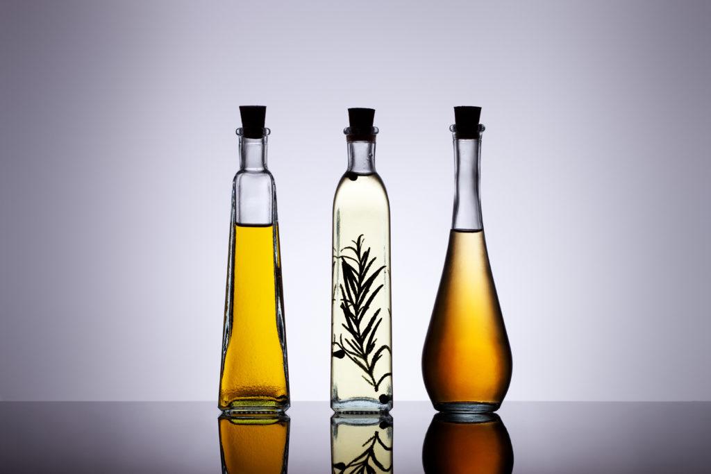Lange wurde behauptet, dass tierische Fette sehr ungesund sind und möglichst durch Pflanzenöle ersetzt werden sollten. Mediziner stellten jetzt fest, dass Planzenöle zwar den Cholesterinspiegel senken, aber auch die Wahrscheinlichkeit für Herzerkrankung erhöhen können. (Bild: fovito/fotolia.com)