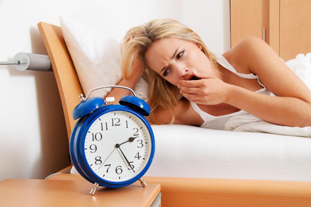 Forcher haben festgestellt, dass bereits eine Woche zu wenig Schlaf bewirkt, dass die körpereigene Immunabwehr und der Stoffwechsel sich verschlechtern. Dadurch steigt das Risiko für kardiovaskuläre Erkrankungen. (Bild: Gina Sanders/fotolia.com)