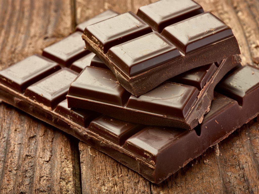 Schokolade ist gesünder als oft angenommen. Einer neuen Studie zufolge macht sie womöglich sogar schlau. (Bild: picsfive/fotolia.com)