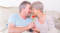 Im Alter nimmt das sexuelle Verlangen zwar ab, verschwindet aber nicht ganz. Sex im Alter ist etwas ganz normales. (Bild: drubig-photo/fotolia.com)