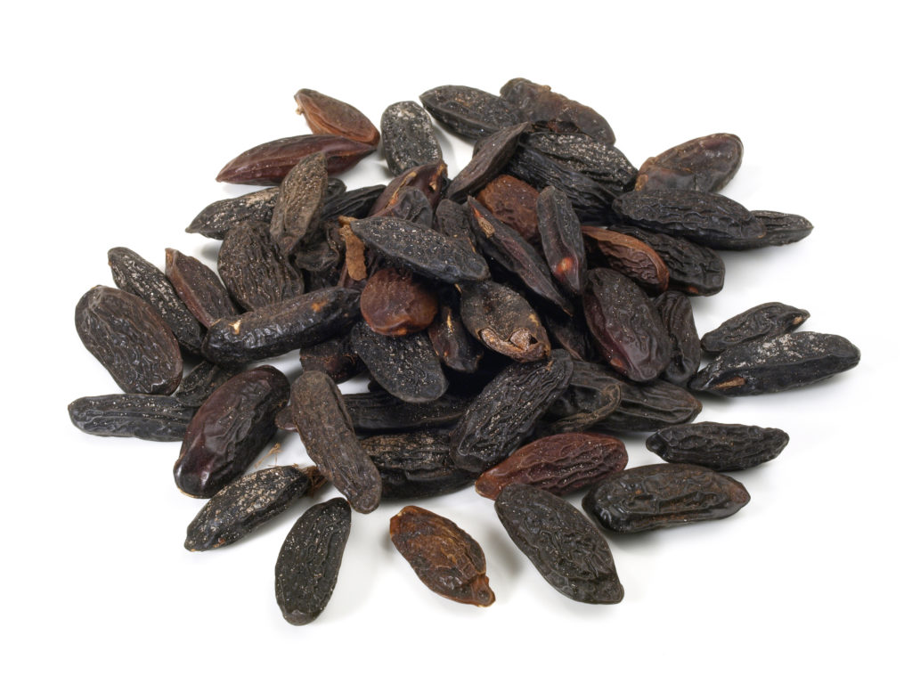 Tonkabohnen eignen sich hervorragend als Vanille-Ersatz in leckeren Nachspeisen. Sie sollen auch leicht erotisierend wirken. (Bild: ExQuisine/fotolia.com)