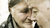 Trauer nach dem Verlust eines nahestehenden Menschen ist ganz normal. Wenn die Trauerphase aber zu lange dauert, sollten Betroffene professionelle Hilfe suchen. (Bild: bilderstoeckchen/fotolia.com)