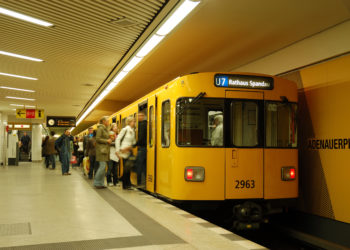 Forscher des RKI untersuchen Mikroorganismen im Berliner U-Bahnnetz. (Bild: philipus/fotolia.com)