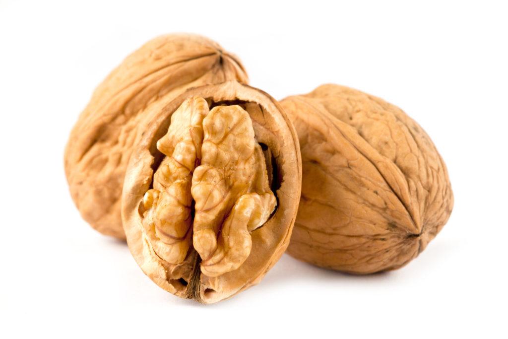Eine tägliche Portion Walnüsse senkt die LDL-Cholesterinwerte maßgeblich. (Bild: karepa/fotolia.com)