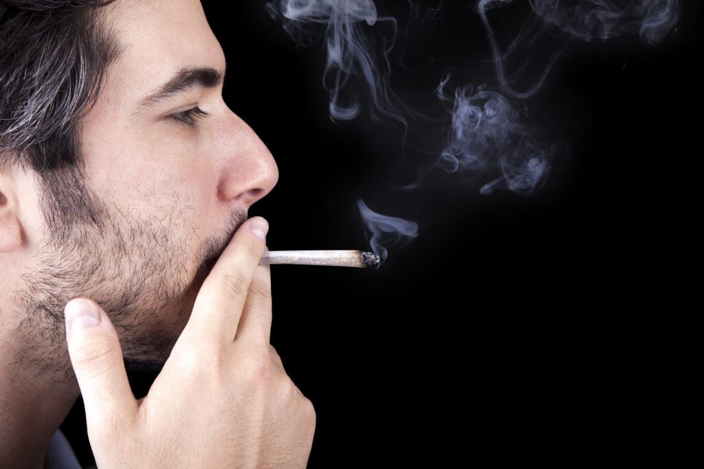 """Als sogenannte """"Legal Highs"""" bekannte Kräutermischungen bergen laut Warnung der Polizei erhebliche Gesundheitsrisiken. (Bild: eldadcarin/fotolia.com)"""