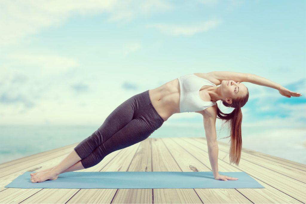 Yoga zeigt eine durchaus deutliche Wirkung bei psychischen Störungen und ist gut als komplementäre Therapie geeignet. (Bild: BillionPhotos.com/fotolia.com)