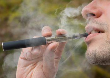 Britische Wissenschaftler sehen in E-Zigaretten eine sinnvolle Alternative für Raucher. (Bild:  vchalup/fotolia.com)