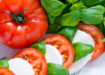 Für einen guten und leckeren Mozzarella muss nicht viel Geld ausgegeben werden. (Bild: mubus/fotolia.com)