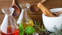 Vorsicht bei selbst hergestellten Kräuterölen. Bild: PhotoSG - fotolia