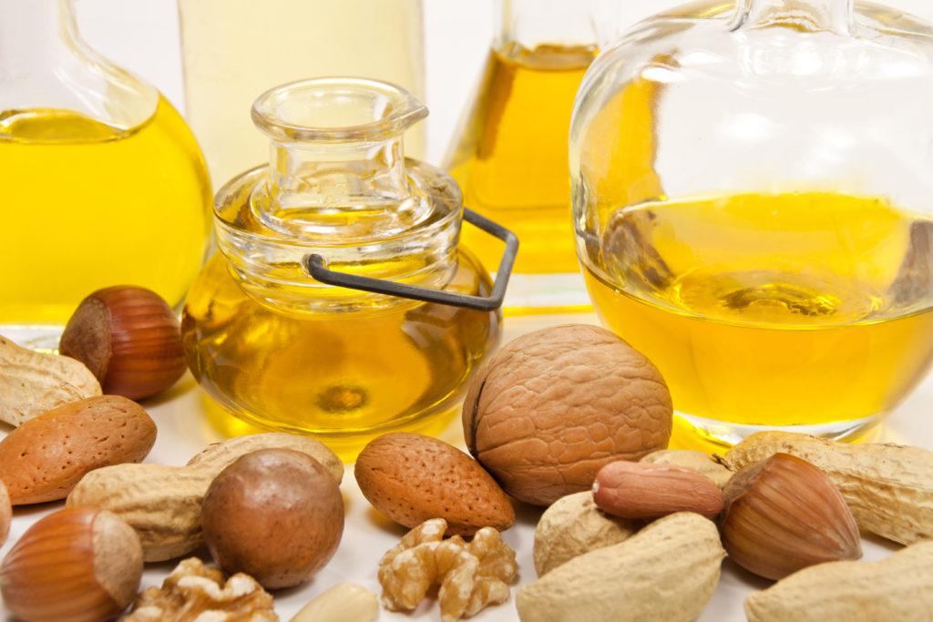 Mandelöl mit verschiedenen Nüssen