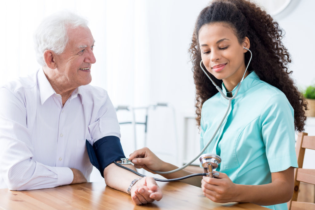 Pflegekasse muss auch für Ersatzpflege im Ausland zahlen. Bild: Photographee.eu - fotolia