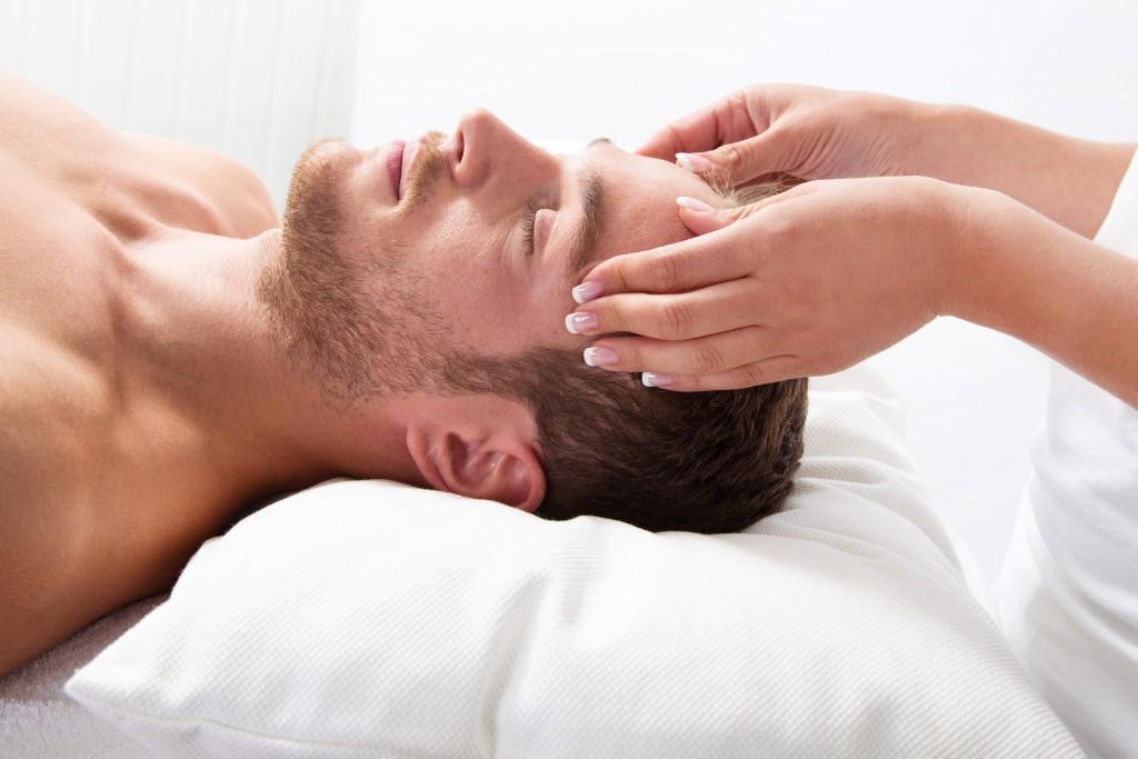 Entspannung und Stressabbau lindern die Symptome. Bild: Jeanette Dietl - fotolia