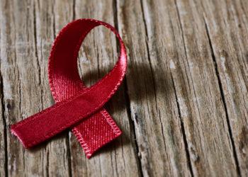 In einer Studie hat sich gezeigt, dass Medikamente, die den AIDS-Erreger HIV unterdrücken, homosexuellen Paaren ungeschützten Geschlechtsverkehr ohne Ansteckung ermöglichen können. (Bild: nito/fotolia.com)