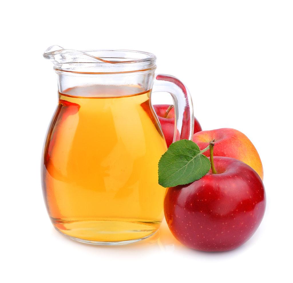 Verdünnter Apfelsaft bietet eine gute Möglichkeit, den Flüssigkeitsverlust bei Durchfall von Kindern auszugleichen. (Bild: margo555/fotolia.com)