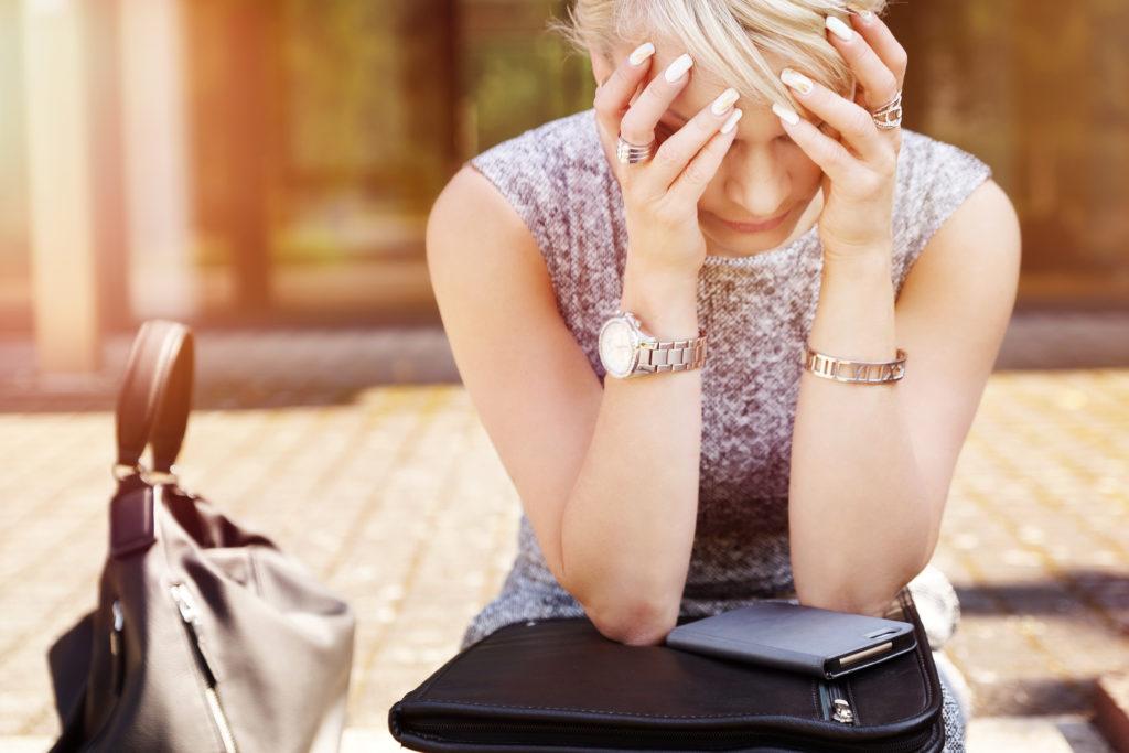 Zwar entfallen auf junge Arbeitnehmer weniger Fehltage, doch sie sind deutlich öfter krankgeschrieben als ihre älteren Kollegen. Viele von ihnen fühlen sich gestresst und ausgebrannt. (Bild: underdogstudios/fotolia.com)