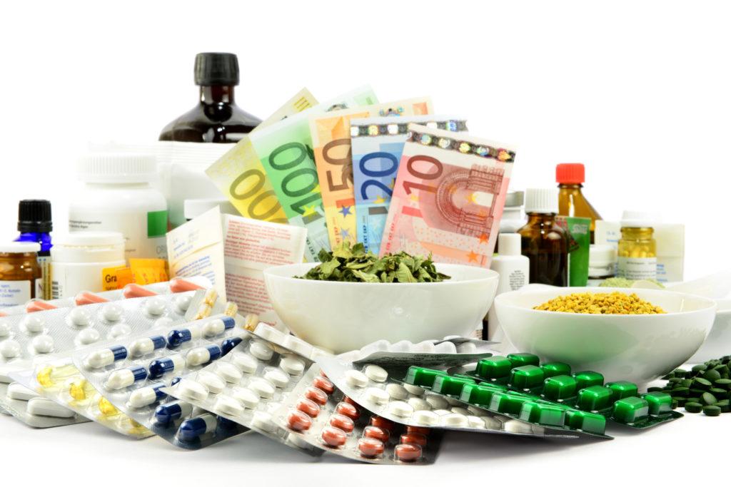 """Ärztepräsident Montgomery hat weiter gehende Eingriffe bei der Gestaltung der Medikamentenpreise in Deutschland gefordert. Firmen dürften sich nicht """"über Gebühr bereichern"""". (Bild: ExQuisine/fotolia.com)"""