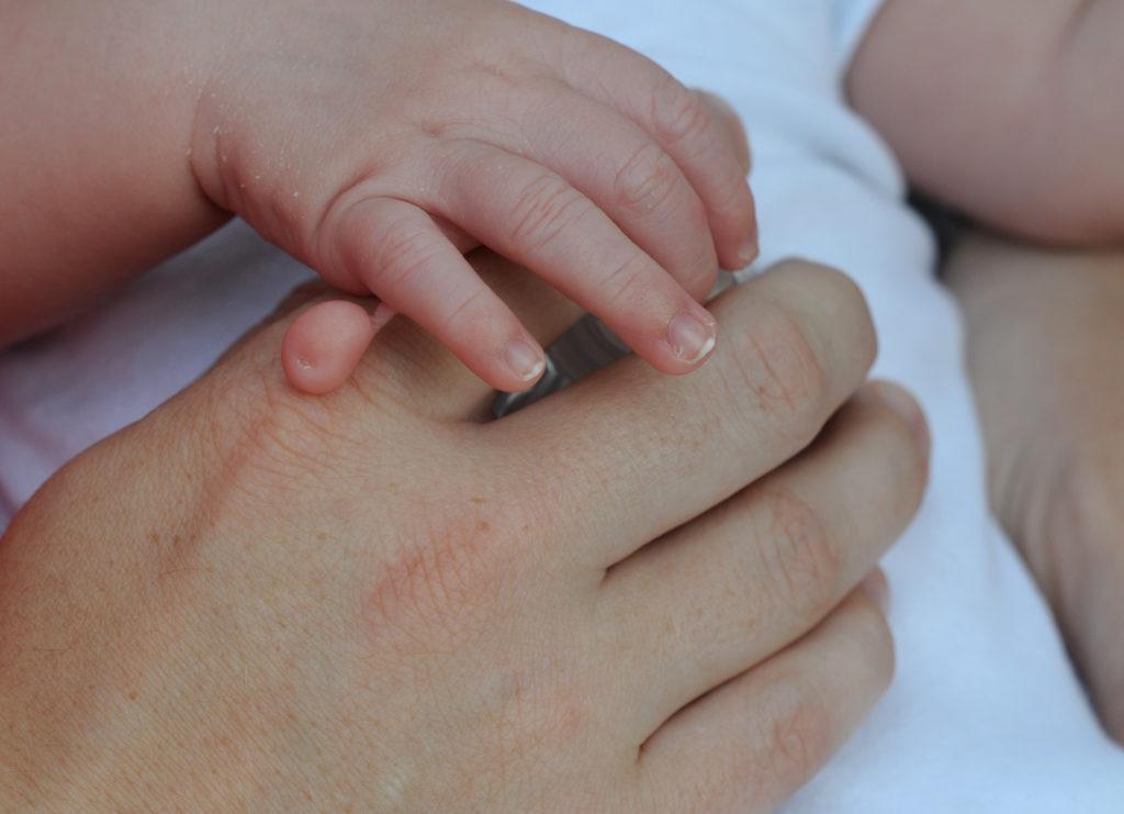 Die Existenz von mehr als fünf Fingern an einer Hand wird als Polydaktylie bezeichnet. In China kam nun ein Junge zur Welt, der insgesamt 31 Finger und Zehen hat. (Bild: annavee/fotolia.com)