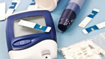 Das Pharmaunternehmen Stadapharm hat einen Chargenrückruf von Blutzucker-Teststreifen sowie Messgeräte-Kits bekanntgegeben, weil es zu falsch niedrigen Blutzucker Messwerten kommen kann. (Bild: PhotoSG/fotolia.com)