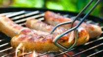 Manche Menschen leiden unter einer Fleischallergie, die mit Beschwerden wie Hautausschlag, Atemnot, Schwindel oder gar einem allergischen Schock einhergehen kann. (Bild: Alexander Raths/fotolia.com)