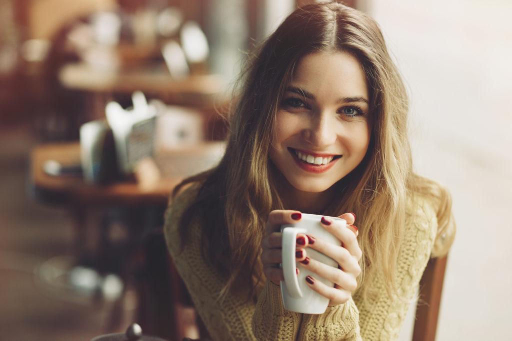 Wissenschaftler fanden heraus, dass der Konsum von Tee, Kaffee und Wein dazu führt, dass unser Mikrobiom gestärkt wird. Somit verbessern solche Getränke unsere Gesundheit. (Bild: arthurhidden/fotolia.com)