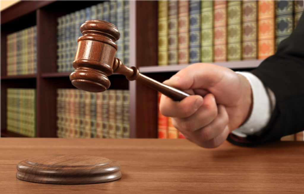 In München stand ein Mann vor Gericht, der seine Ex-Freundin mit HIV infiziert hat. Der Beschuldigte muss nun ein hohes Schmerzensgeld zahlen. (Bild: BillionPhotos.com/fotolia.com)