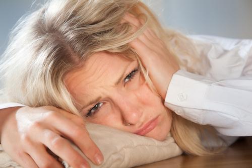 Wer nachts unterzuckert ist, fühlt sich morgens wie gerädert. (pix4u/fotolia.com)