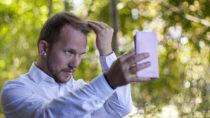 Menschen mit einer narzisstischen Störung gelten als selbstbezogene , eitle Persönlichkeiten. Doch hinter der Fassade steckt oft Einsamkeit. (Bild: Michael Eichhammer/fotolia.com)