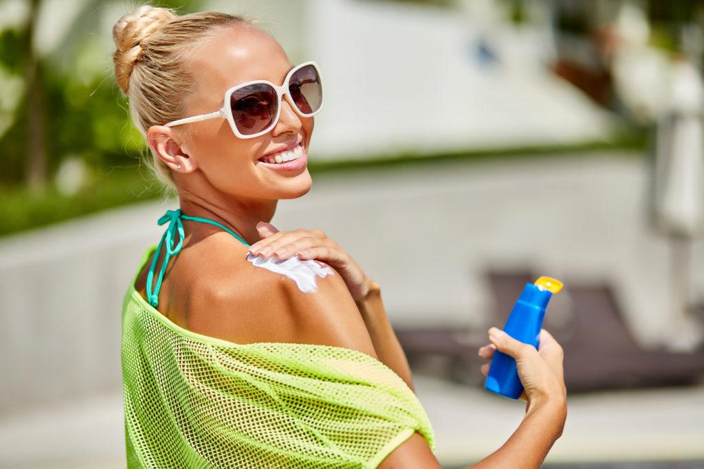 Sonnenlicht ist ein wichtiger Bestandteil für die Produktion von Vitamin D. Somit benötigt der Mensch die Strahlen der Sonne, will aber auch einen Sonnenbrand vermeiden. Welches Verhalten ist richtig, gerade zur heißen Jahreszeit? (Bild: paultarasenko/fotolia.com)