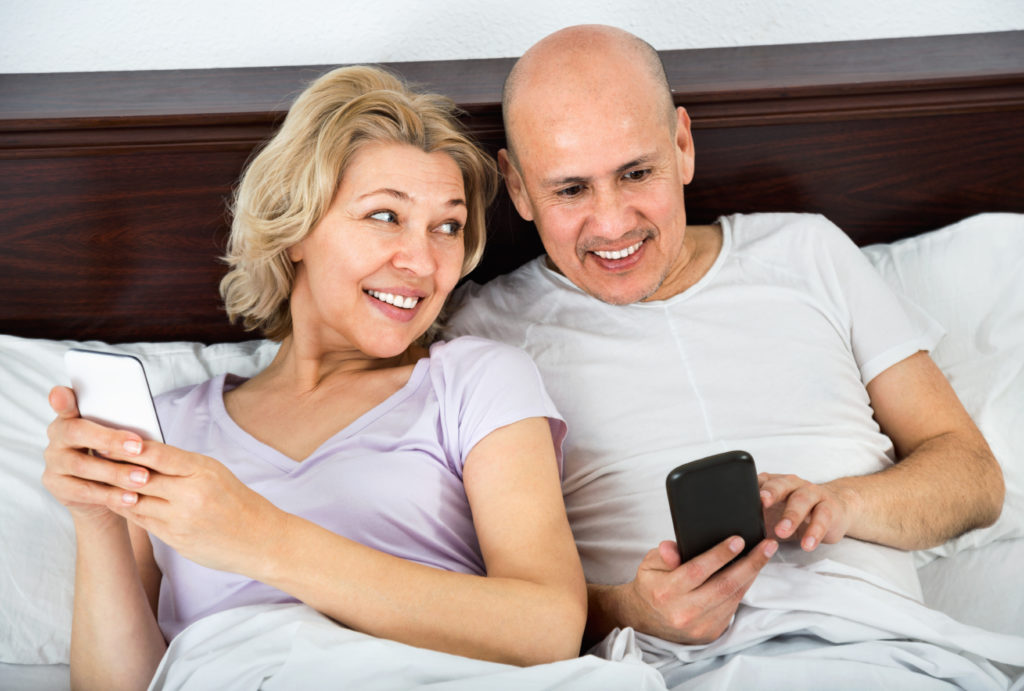 In einer neuen Studie zeigte sich, dass der intensive Gebrauch von Smartphones ADHS-ähnliche Symptome bei den Nutzern auslösen kann. Manche können nicht mal beim Sex auf ihre Handys verzichten. (Bild: JackF/fotolia.com)