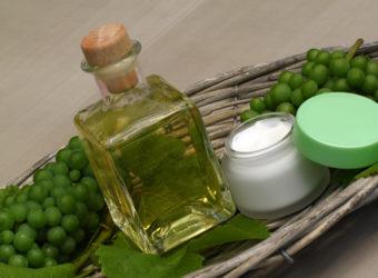 Traubenkernöl gibt vielen Gerichten eine besondere Note, gilt aber ebenso als wirksames Anti-Age-Mittel. (Bild: racamani/fotolia.com)
