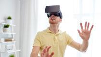 Wissenschaftler fanden jetzt heraus, dass mit der Hilfe von sogenannten Virtual Reality Geräten psychische Erkrankungen wie beispeilsweise Paranoia effektiv behandelt werden können. (Bild: Syda Productions/fotolia.com)