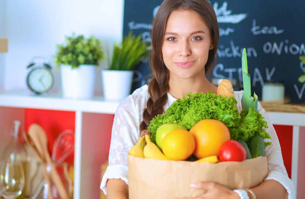Obst und Gemüse ist schmackhaft und äußerst gesund. Verzichten Sie auf regelmäßigen Fleischkonsum und Ihre Gesundheit wird es Ihnen danken. Nebenbei steigt auch noch die Lebenserwartung an. (Bild: lenets_tan/fotolia.com)