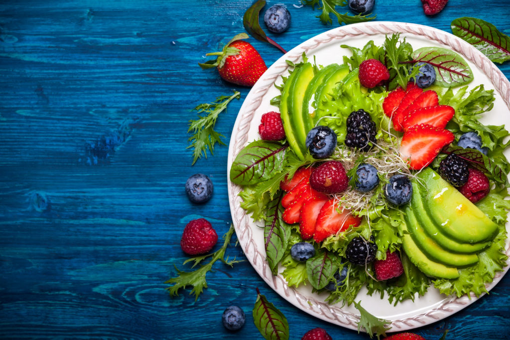 Frisches Obst und Gemüse ersetzen Zucker und Fertigprodukte. Fertigprodukte