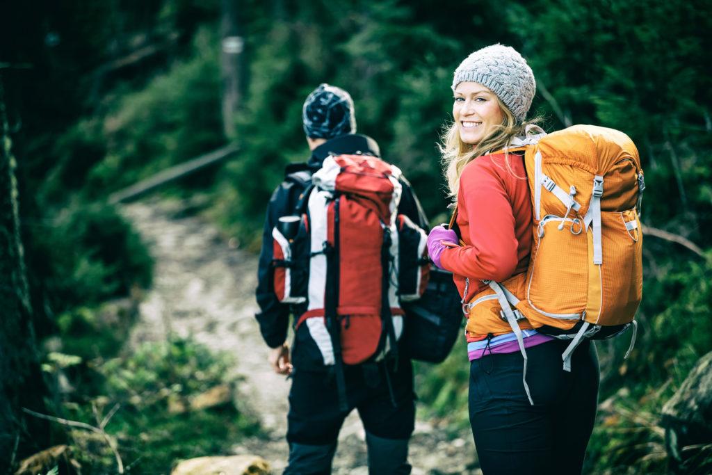 Wandern als Ausdauersport wird von manchen Zeitgenossen belächelt. Es sei ja nur Gehen. Doch Wandern ist tatsächlich fast so effektiv wie zum Beispiel Joggen. (Bild: blas/fotolia.com)