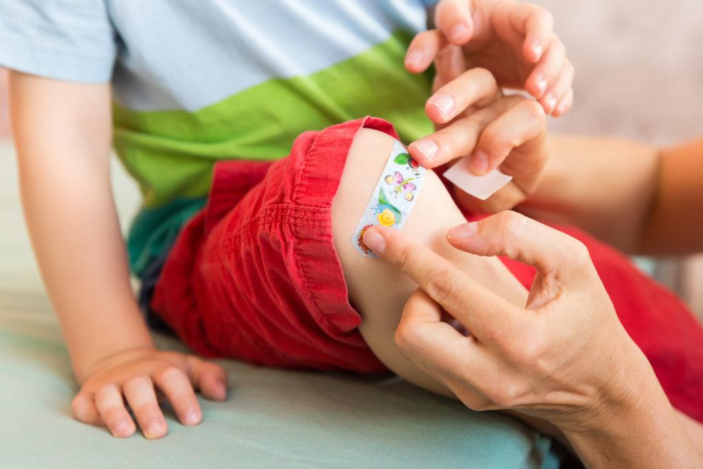 Bei kleineren Verletzungen soll Zink dazu beitragen, dass Wunden schneller heilen. Stimmt das wirklich? Ein Hautarzt erklärt, was an der Behauptung dran ist. (Bild: cicisbeo/fotolia.com)