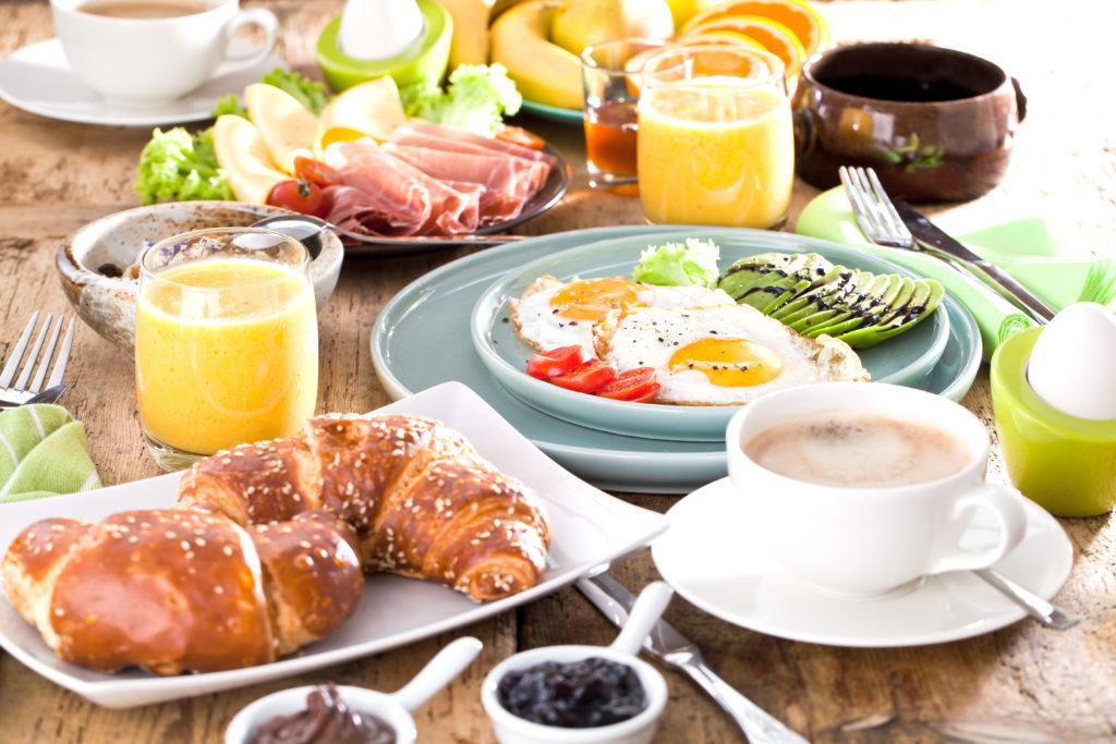 Ist ein Frühstück gesund oder ist es einfach auch egal, wenn man es auslässt? Bild: karepa - fotolia