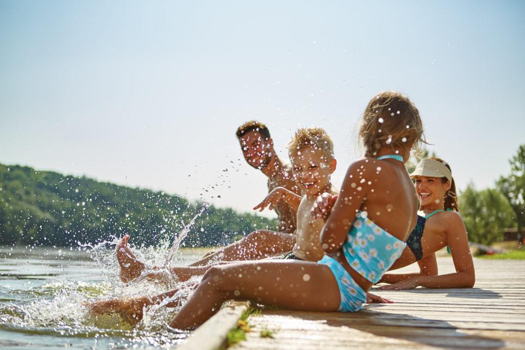 Schwimmen belebt und trainiert den ganzen Körper. Bild: Robert Kneschke - fotolia